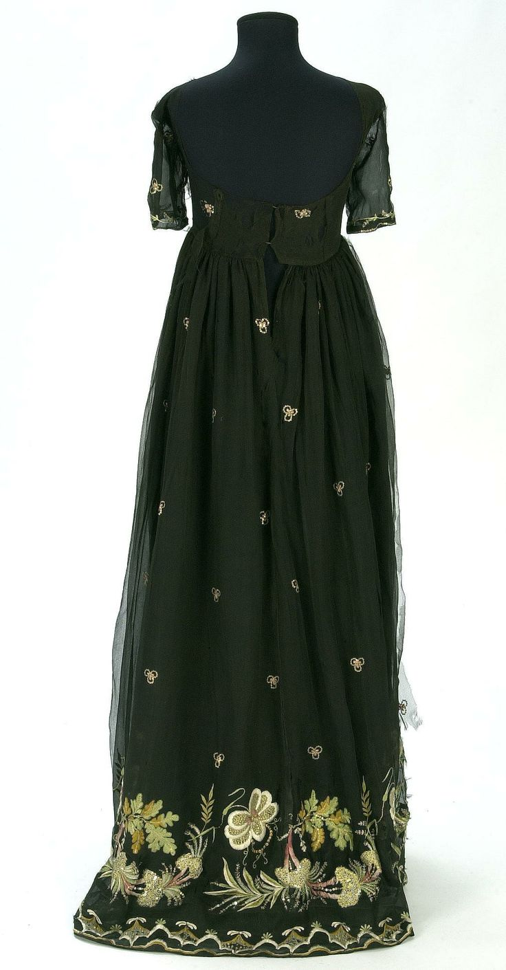 Dress, first quarter of the 19th century, Documentation Centre ja Textile Museum - CDMT