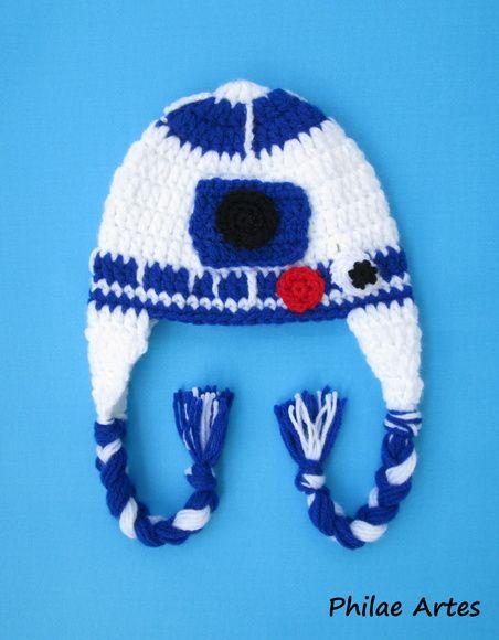 Robot R2D2 from Star Wars - beanie crochet hat croche - robô de Guerra nas Estrelas - by Philae Artes