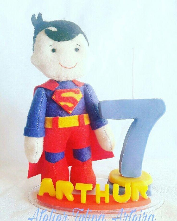 Topo de bolo #superhomem #topodebolosuperhomem #topodeboloheroi #superman #supermancaketopper #caketopper #felt #biscuit #tuliparteira