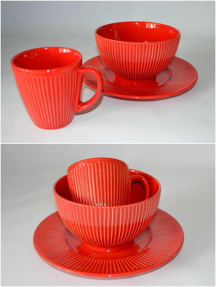 Scarlet - набор посуды для завтрака на 1 персону. ЧАШКА + ПИАЛА + ДЕСЕРТНАЯ ТАРЕЛКА. Глазурованная керамика. Подходит для микроволновой печи и для посудомоечной машины.  --  Цена 320 грн.  --  #красиваяпосуда #посуд #посуда #керамика #ceramics #pottery #polishpottery   ceramic tableware | pottery | polish pottery | посуда | керамическая посуда | польская керамика  | польская посуда | керамика | красивая посуда | наборы для завтрака