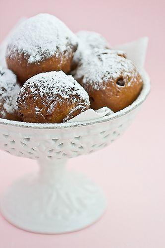 Frittelle // Typical italian carnival time fried dessert.