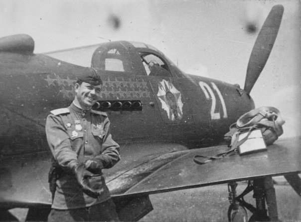 Федор Иванович Шикунов. В 52 воздушных боях сбил 25 самолетов противника. Погиб в Германии 15 марта 1945.