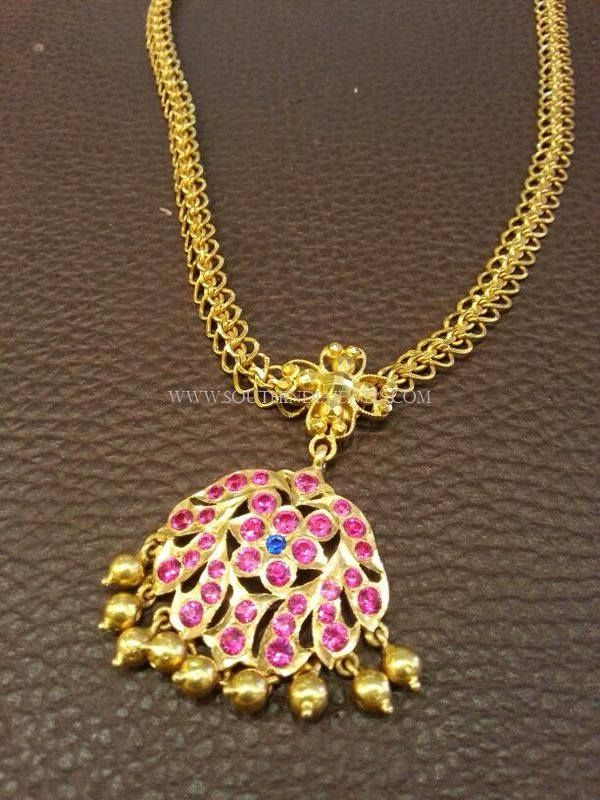 Simple Gold Ruby Attigai Necklace Designs, 22K Gold Attiagai Necklace Collections, Simple Gold Attigai Necklace.