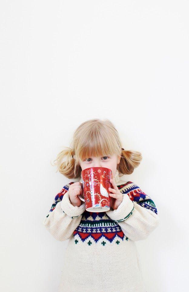 Iittala Christmas Home. Iittala + Varpunen collaboration. Taika red mug.