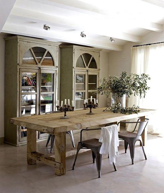 Estamos trabajando en una mesa de comedor para unos clientes que nos piden que se integre con su actual mobiliario rústico, que sea gra...