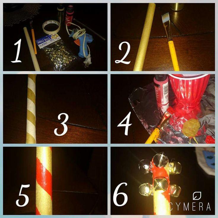 """Mini Taller Navideño """"sonaja""""  1. Necesitamos un palo grueso de 20 cm aproximadamente, pintura roja y dorada, 8 cascabeles, pincel,  silicon, makingtape.   2. Pintar el palo se dorado y dejar secar.  3. Enrollar el makingtape en el palo seco semejando las líneas de un caramelo.  De un extremo al otro.  4.Pintar con rojo y dejar secar. 5. Retirar el makingtape.   6. Pegar cascabeles como se aprecia en la imagen."""