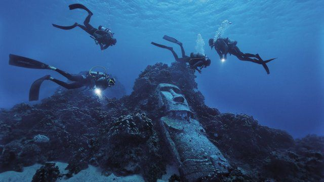 Buceo en las transparentes aguas de Isla de Pascua