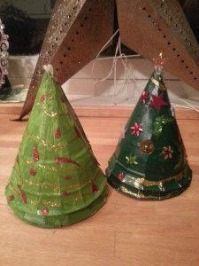 Hobby med barna - Juletre av papptallerkener. | Idebank for småbarnsforeldreIdebank for småbarnsforeldre