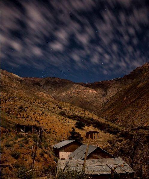 Cuando estas triste fluye todo en ti, Hoy Luz lunar , localidad Pisco Elqui, Valle de Elqui.  Pablo Cortés Rivera nos comparte el privilegio que tiene de observar esta magnifico paisaje desde la cuarta región.  Recuerda enviarnos tus fotos a fotodeldia@comunidadfotografia.cl y nuestro HT #comunidadfotografía