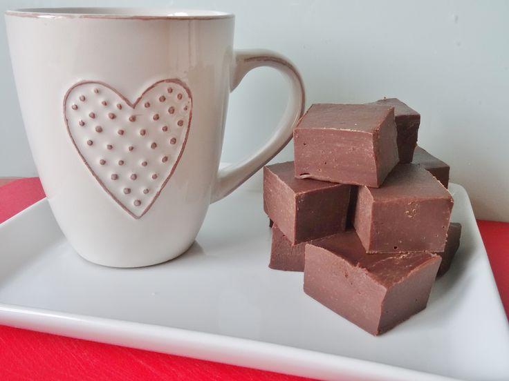 Hoe je zelf chocolade fudge maakt met slechts 2 ingrediënten!
