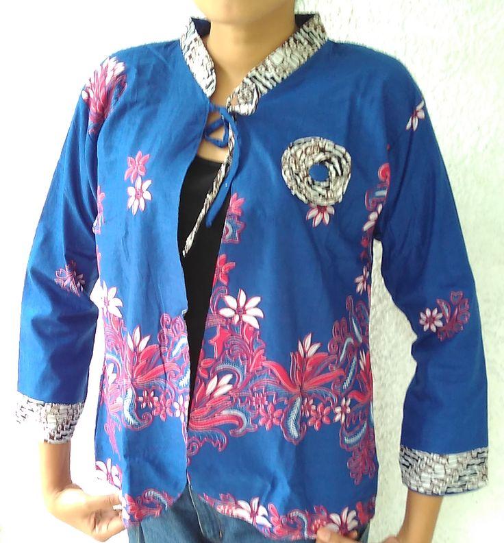 Bolero Batik Parang Sekar   Bolero Bolak Balik cantik Warna Biru  Size : Allsize Ld 110cm  -panjang baju : 63cm -panjang Lengan : 49cm  Bahan : Katun  Harga : Rp119.000