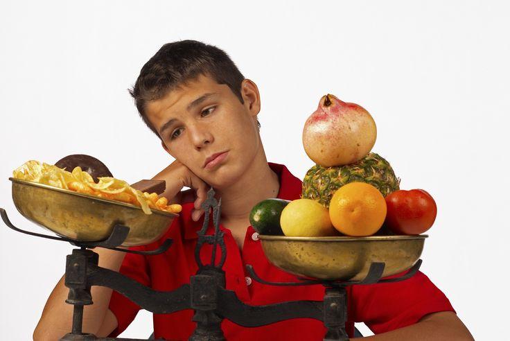 A nutricionista Amanda Epifânio Pereira explica sobre como crianças e adolescentes podem seguir dietas adequadas sem comprometer sua saúde.