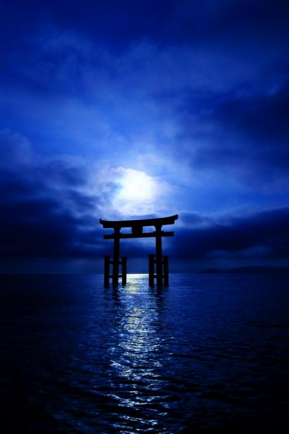Torii gate of Shirahige shrine, Japan 白髭神社
