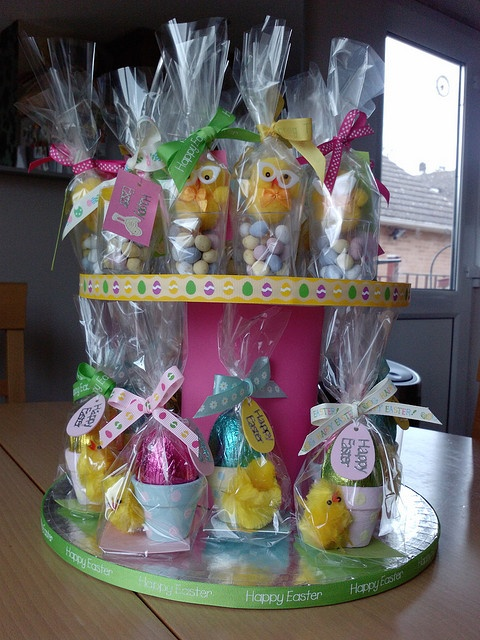 DIY cake stand with Easter eggs in hand painted plant pots.  Sold like hot cakes at infant school fayrePlants Can, Hot Cake, Diy Cake, Schools Fayre, Hands Painting, Painting Plants, Cake Stands, Easter Eggs, Infants Schools