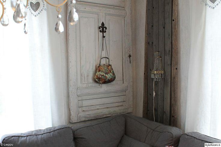Vanha ovi on kuin koru, ripusta seinälle ja ihaile.