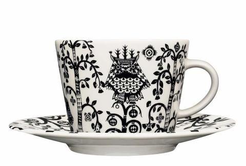 Porcelánový šálek na cappuccino s podšálkem z kolekce Taika. Pohádkový vzor dle návrhu finského designéra Klause Haapaniemiho. #design #mug #style #interiordesign #Iittala #stylish #home