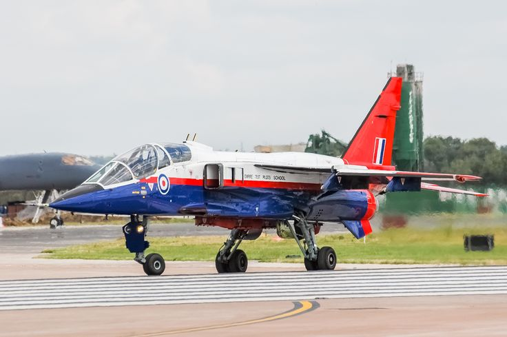 This Jaguar T2A was used by the Empire Test Pilots School (ETPS). Test aircraft often use different colors or markings so that they stand out better during the flight. Sometimes there are different markings on the plane so they are clearly visible on the pictures or on film during test flights. This Jaguar is no longer flying now and is now retired to Bruntingthorpe Aviation museum, UK.