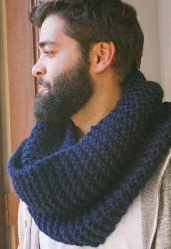 Cuellos tejidos, color azul petróleo.