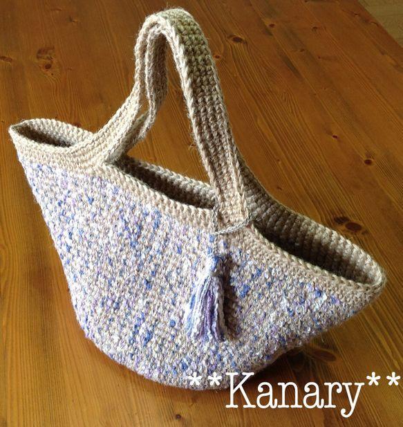 麻ひもで編んだマルシェバッグです。春色のコットン糸を一緒に編んでいます。とて春らしい爽やかな雰囲気のバッグです。同じコットン糸でタッセルを作りました。とても良... ハンドメイド、手作り、手仕事品の通販・販売・購入ならCreema。