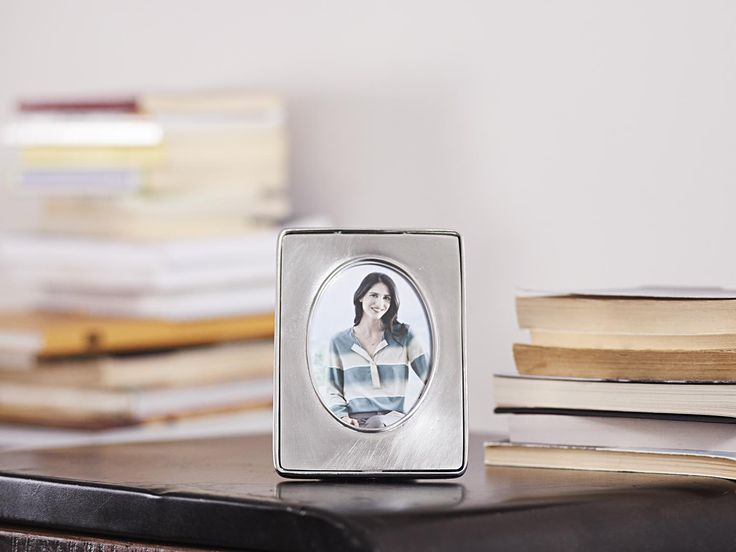 Oval Pewter Photo Frame - Width: 11 cm (4,3″) - Height: 15 cm (5,9″) - #pewter #picture #photo #frame #peltro #cornice #fotografia #portafoto #zinn #bilderrahmen #fotorahmen #rahmen #peltre #tinn #олово #оловянный #gifts #giftware #home #housewares #homewares #decor #design #bottega #peltro #GT #italian #handmade #made #italy #artisans #craftsmanship #craftsman #primitive #vintage #antique