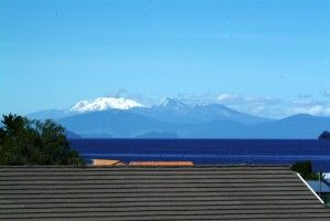 Taupo Backpackers Hostel - Lake Taupo, New Zealand -awesome views of sunsets, Lake and Central Plateau Mountains