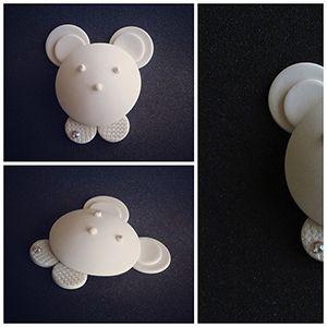 Regalos bebe fimo y swarovsky. Sujeta chupetes osito. #fimo,#sculpey,#moda,#complementos infantiles. http://sofiasthings.com.