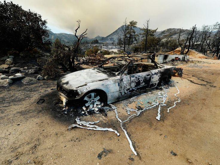 Donderdag 18 juli: Bosbranden in Idyllwild, Californië verwoesten huizen en auto's. Al 6000 mensen moesten worden geëvacueerd.