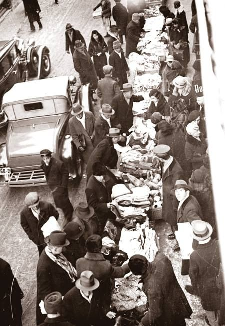 Bucureşti Comerţ cu vechituri pe Lipscani, 1935 foto:Iosif Berman