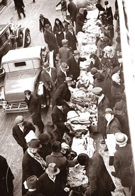 Comerţ cu vechituri pe Lipscani, 1935 foto:Iosif Berman