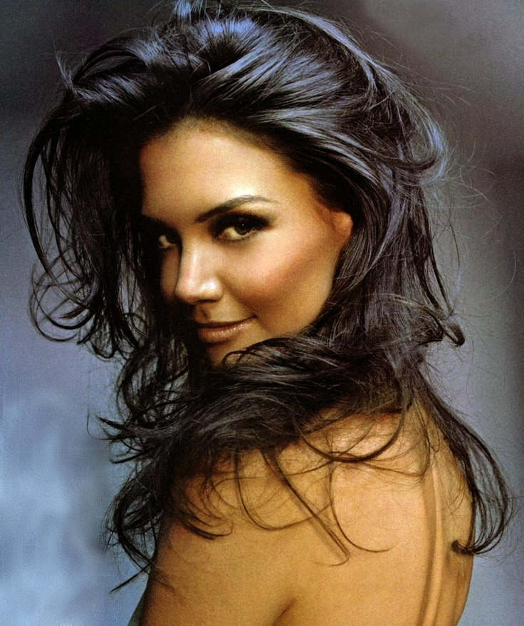 Katie Holmes - why is it that everone who leaves Tom Cruise ends up with this glow of beauty? Same thing happened with Nicole Kidman.