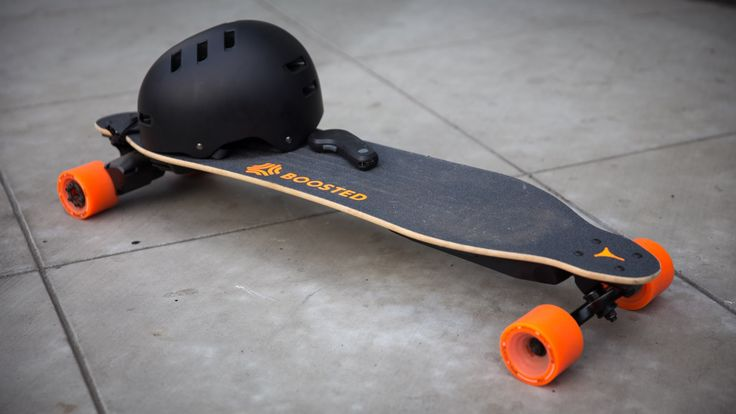 Many futuristic ideas seem too farfetched to be practical, but this electric skateboard really works and turned out to be both fun and useful. Norm learns to...
