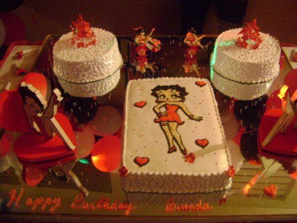 Quincea Ef Bf Bderas Cakes With Cupcakes