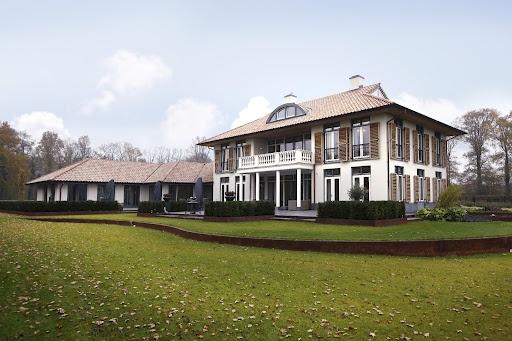 Ontwerp voor dit nieuwbouw landhuis in modern klassieke for Modern landhuis