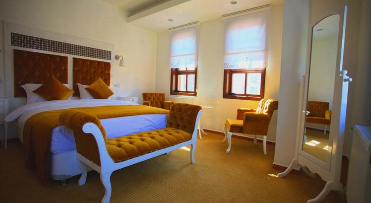 You can relax at your comfortable and vintage room of #HanRoyalHotelEskisehir after a beautiful tour of Odunpazarı. Güzel bir Odunpazarı gezisinden sonra #HanRoyalHotelEskisehir 'in rahat ve klasik odalarında rahatlayabilirsiniz. http://www.hanroyalhotels.com/tr/eskisehir/ #HanRoyalHotelEskisehir #eskisehir #odunpazari #turkey #türkiye #hotel #vintage #comfortable #photo #takingphoto #oldcity #walking #museum #müze #camsanatlarimuzesi #luletasimuzesi #citytour #sehirturu