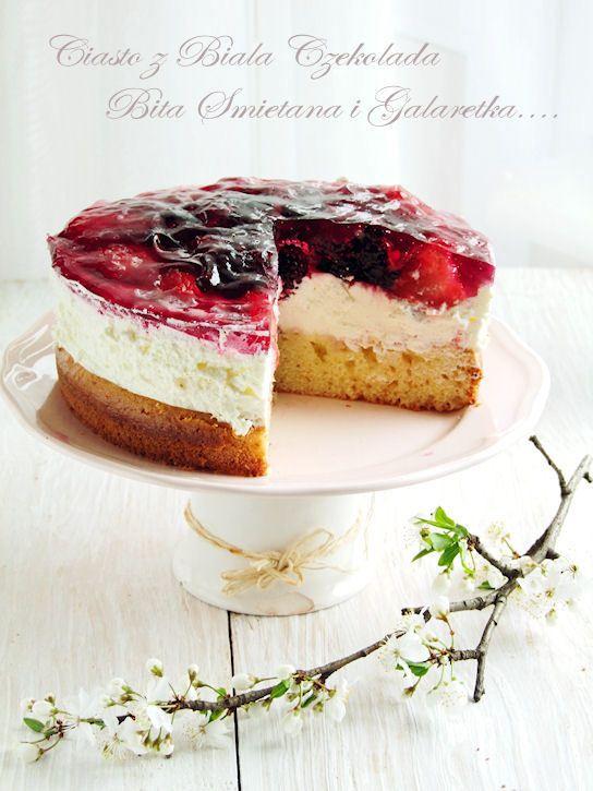 ciasto z białą czekoladą, bitą śmietaną i galaretką…
