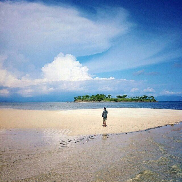 Gili Gosong, Lombok Timur   https://www.facebook.com/lombok.friendly/photos/a.10153406382900983.1073741826.343324185982/10153408273880983/?type=3&theater