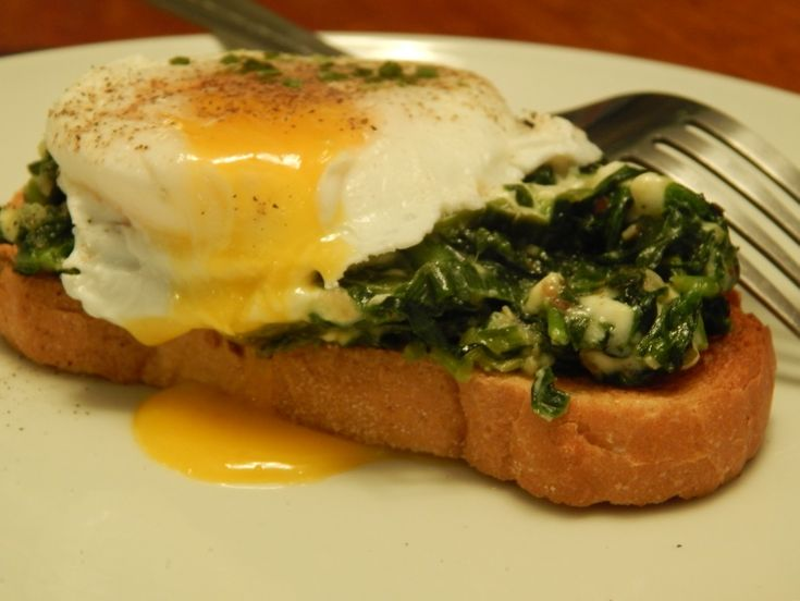 Poached Eggs on Spinach-Feta Toast ***The recipe can be found at: http://ammsart.weebly.com/recipes/poached-eggs-on-spinach-feta-toast ***Please join my Facebook group- https://www.facebook.com/groups/ammaraskitchen/