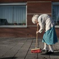 zorg ouderen foto - Google zoeken
