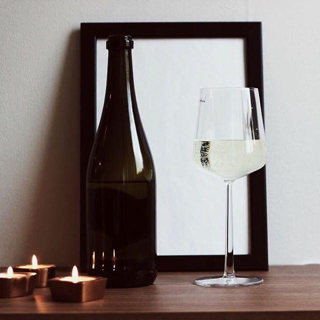 ÄNTLIGEN FREDAG  #JohannaMagdalenaDesign #inredning #interior #design #homedetails #details #homedecor #stylinginspo #inspiration #svenskdesign #scandinavian #home #dagensinspo #inredningsdesign #interiör #inredningsdetaljer #instahome #posters #tavlor #affisch #print #grafiskdesign #webbutik #wine #vin #winelover #friday #candle #ljus
