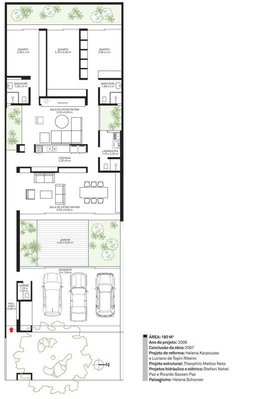 Todo o interior foi redesenhado para abrigar melhor o casal de arquitetos e os dois flhos jovens. Além de aproveitar o espaço para o jardim e a garagem, na frente, a reforma trouxe uma nova área sob medida para os dormitórios ao avançar a morada sobre os fundos do terreno, de 10 x 30 m. Aberta para os pátios internos criados com a obra, a casa ocupa bem os 300 m² do lote plano.