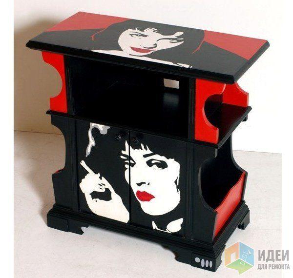 Тематический декор интерьера, черно-красный комод, интерьер принт