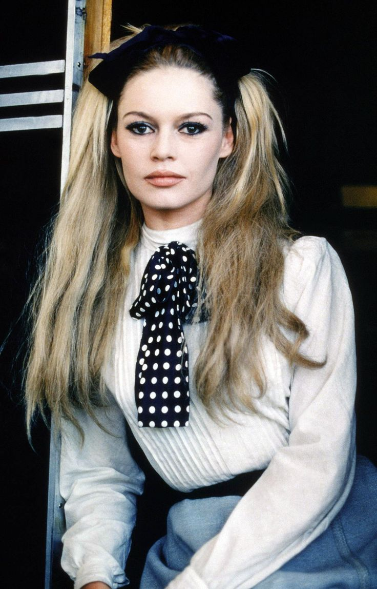 Brigitte Bardot // Need this blouse and now!