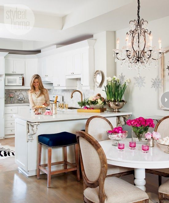 A designer's beautiful holiday home in Toronto! From Mix and Chic. #laylagrayce #holiday #kitchen