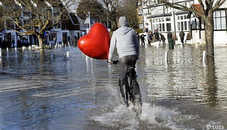 totalmundi.com El amor vence cualquier obstáculo en el Día de San Valentín. Feliz dia https://pic.twitter.com/7Hnp69rOPJ