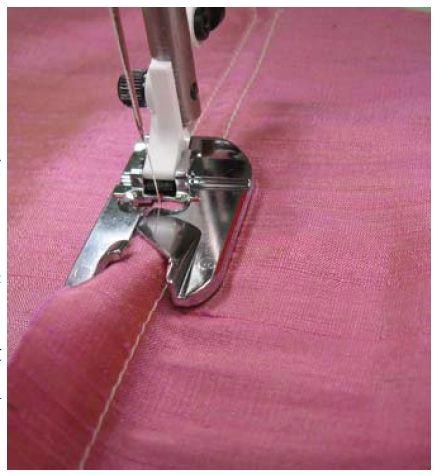 Para hacer dobladillo tipo pañuelo o para unir dos telas