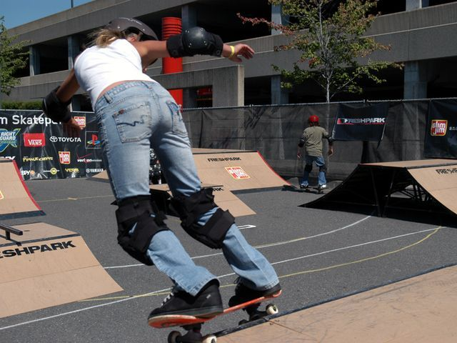 How To Rock The Powerslide On Your Skateboard In 2020 Skateboarding Tricks Skateboard Skater Girl Style