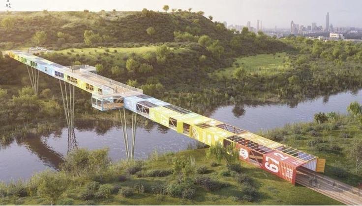 Recicled containers covered bridge | Pasarela cubierta con contenedores reciclados