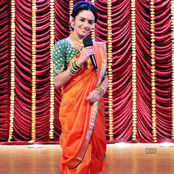 Hot marathi actress mrunmayee deshpande hosts marathi comedy amruta khanvilkar dressed in nauvari sari seen on the sets of the tv show comedy express altavistaventures Choice Image