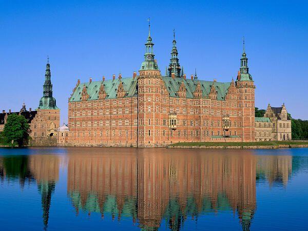 フレデリクスボー城(デンマーク) ※ シェイクスピアの『ハムレット』の舞台となりました