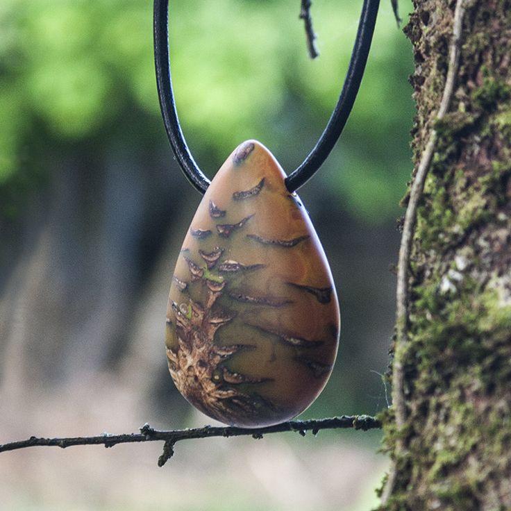 Pine cone in resin pendant - Orangerium